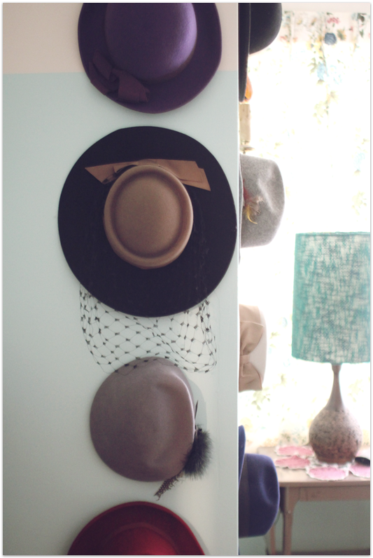 Hanging-hats-vintage-bedroom
