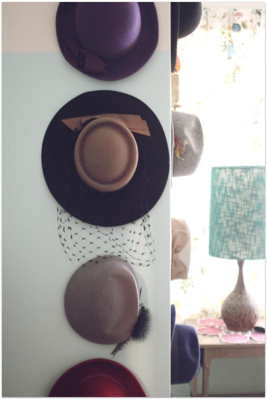 Hanging-hats-vintage-bedroom