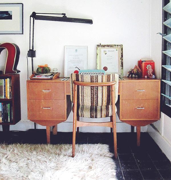 Ana-desk