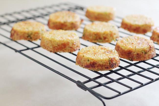 Cheesy-quinoa-dippers-with-marinara-sauce-nuggets